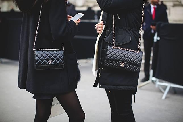 ไม่ใช่เรื่องยากมากเรื่องกับการตรวจเช็คกระเป๋า chanel มือสองของแท้ว่าแท้จริงหรือเปล่า